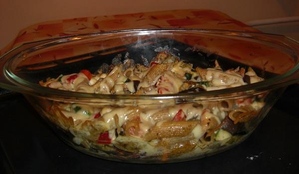 Makaronowa zapiekanka z grillowanymi warzywami