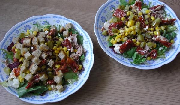 Sałatka z tuńczykiem, pomidorami suszonymi i grzankami