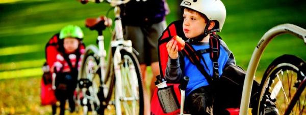 Wycieczki rowerowe z dziećmi, przyczepki rowerowe