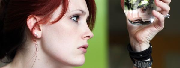 Suchość pochwy wywołuje… suchość w ustach?