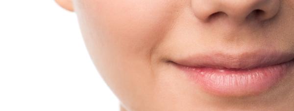 Dlaczego kobiety to robią? – O wypełnianiu ust kwasem hialuronowym