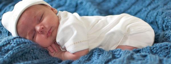 Czym otulić dziecko do snu?