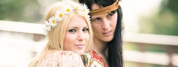 Wiosenne stylizacje inspirowane modą festiwalową
