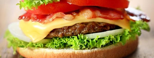 Smak Ameryki w polskiej kuchni. Sprawdź, jak samemu zrobić prawdziwego, zdrowego burgera!