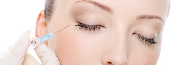 Jak radzić sobie z objawami starzenia skóry wokół oczu?