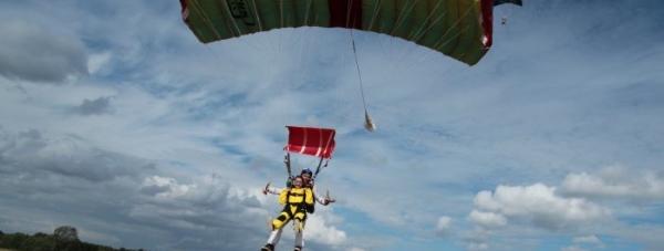 Skok ze spadochronem teraz dla każdej kobiety!