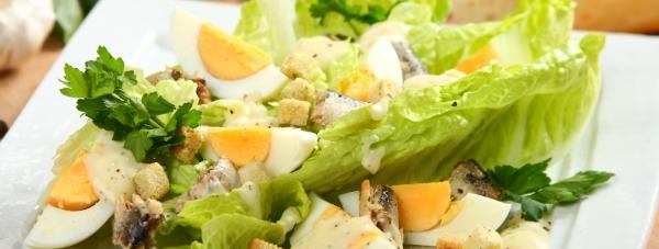 Nowe sosy sałatkowe Knorr: Cezar i Szef wkraczają do akcji