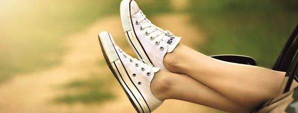 Zmęczone stopy? Zadbaj o nie z kosmetykami Eveline