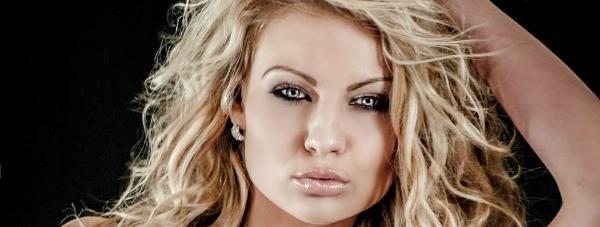 Miodowy blond - jaki typ urody powinien go nosić?
