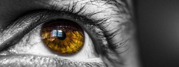 Kolorowe soczewki sposobem na nowy wygląd