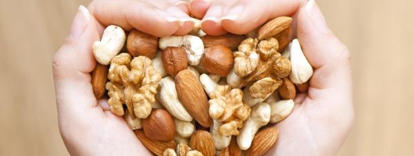 Dlaczego jedzenie orzechów dobrze wpływa na poziom cholesterolu?