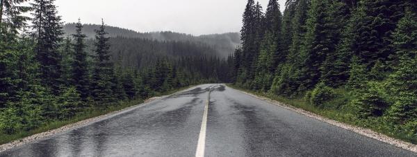 Zima na drodze – poznaj techniki bezpiecznej jazdy