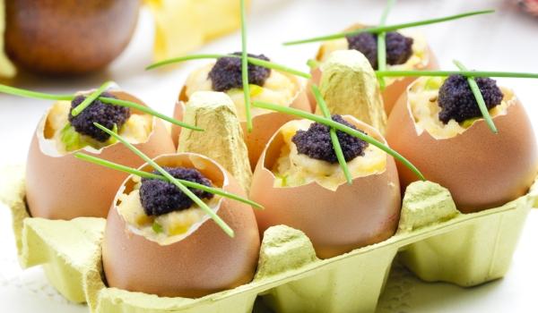 Jaja faszerowane konfiturą z  suszonych śliwek