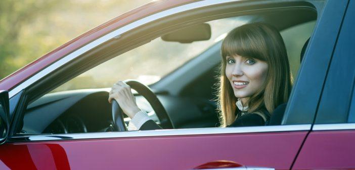 Prawo jazdy, dowód rejestracyjny i ubezpieczenie samochodu – o co jeszcze trzeba mieć podczas kontroli drogowej?