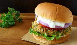 Wegetariańskie burgery z cieciorki