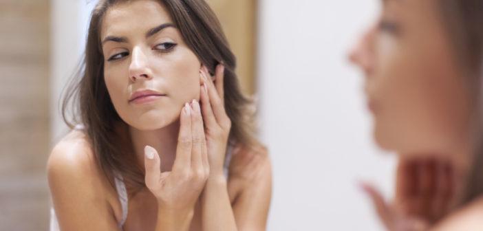 Jak zadbać o cerę trądzikową? Trądzik a laseroterapia