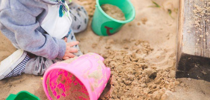 Na co zwrócić uwagę, kupując piaskownicę dla dziecka?