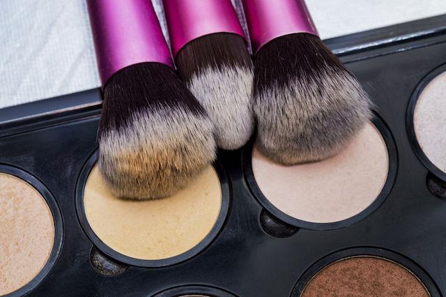 wieczorowy-makeup-6-kosmetykow-i-przyborow-dzieki-ktorym-wykonasz-perfektyjny-makijaz-2