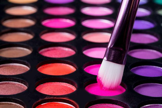wieczorowy-makeup-6-kosmetykow-i-przyborow-dzieki-ktorym-wykonasz-perfektyjny-makijaz-3