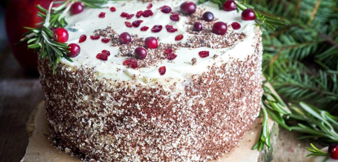 Żurawinowy tort z konfiturą z dzikiej róży i czekoladą