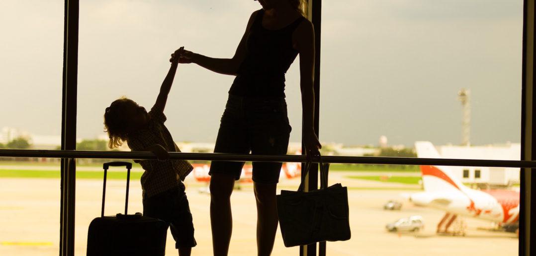 Jak podróżować z dziećmi samolotem?