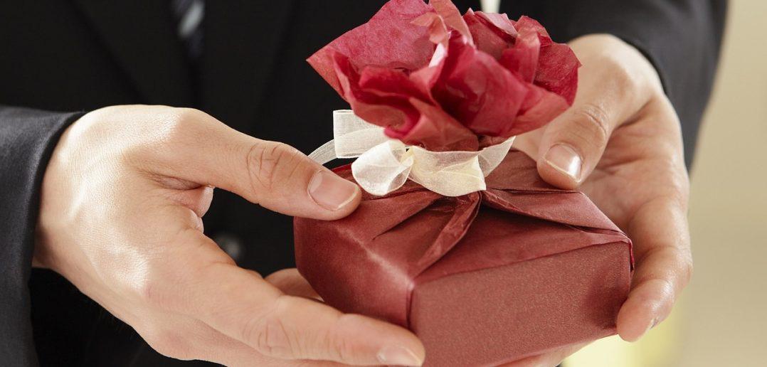Niebanalny prezent ślubny – ranking 2017