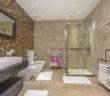 Idealne meble do małych łazienek