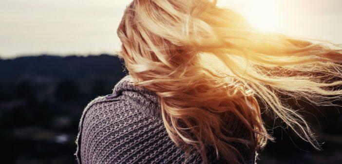 W jaki sposób dbać o włosy, aby pozbyć się łupieżu?