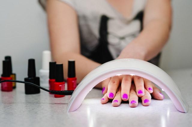 czy-hybrydowy-manicure-szkodzi-paznokciom-obalamy-mity-3