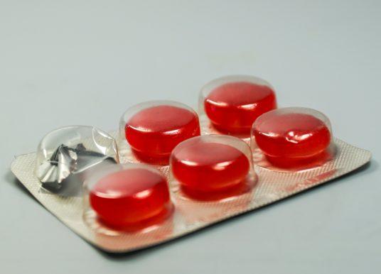 Tabletki do ssania na ból gardła − natychmiastowa ulga w cierpieniu!
