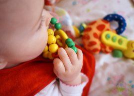 5 typów zabawek wspierających rozwój niemowlaka