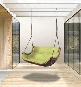 Podwójny fotel wiszący we wnętrzu fot. Ogrodosfera.pl